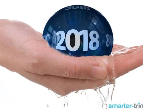 Jahreswechsel mit Sekt- und Wasserglas