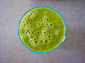 Klassischer, grüner Smoothie für Gesundheitsbewusste
